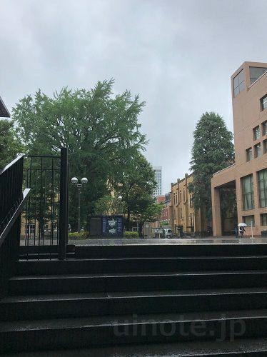 雨の日の三田キャンパス