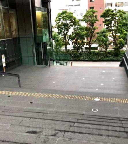 三田キャンパスから正門へ向かう途中の階段